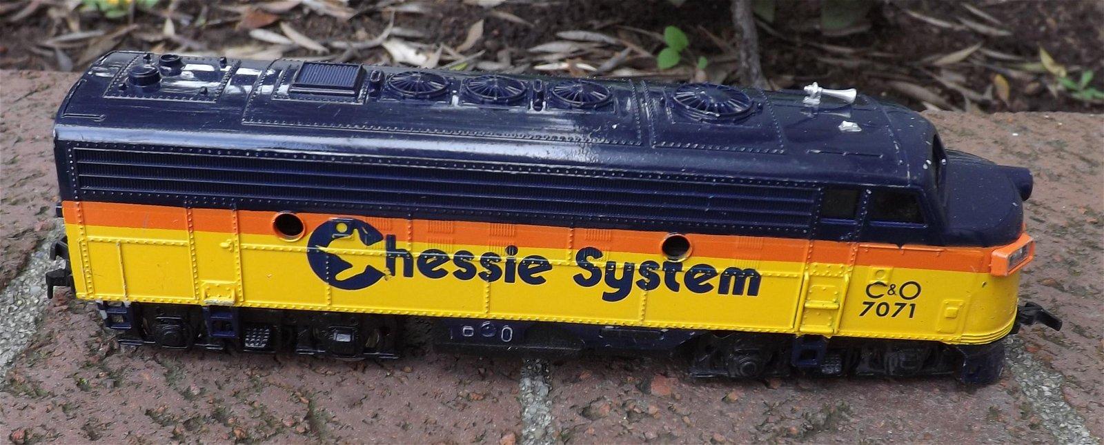 """HO """"Chessie System"""" diesel locomotive , ."""