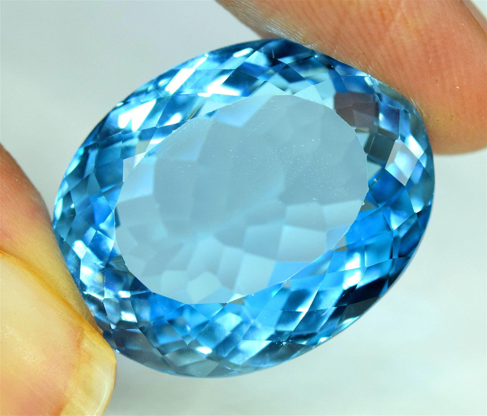 33.50 ctsStunning Electric Blue Topaz Gemstone ~