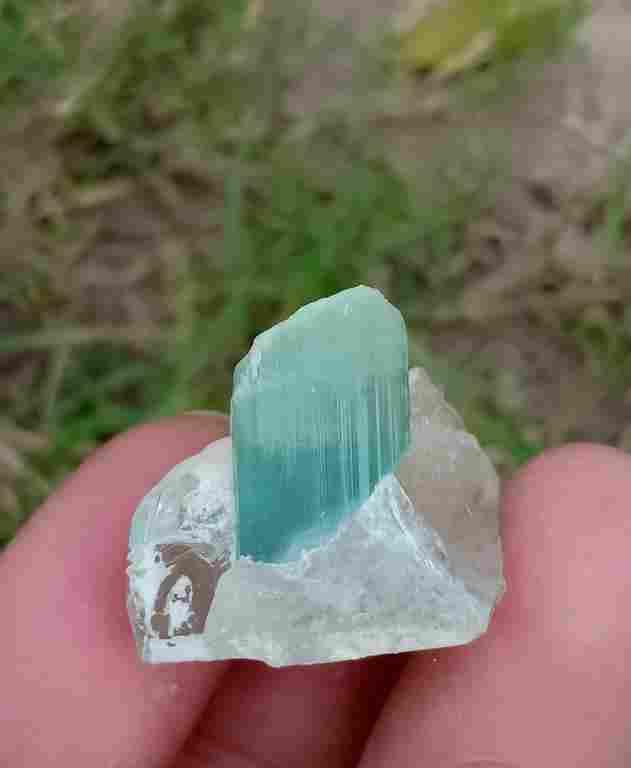10 Gram Beautiful Natural Aquamarine With Quartz