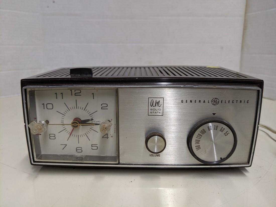 Vintage General Electric AM Solid State Radio Model