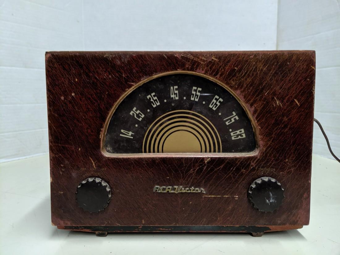 Vintage RCA Victor Tube Radio Model U70