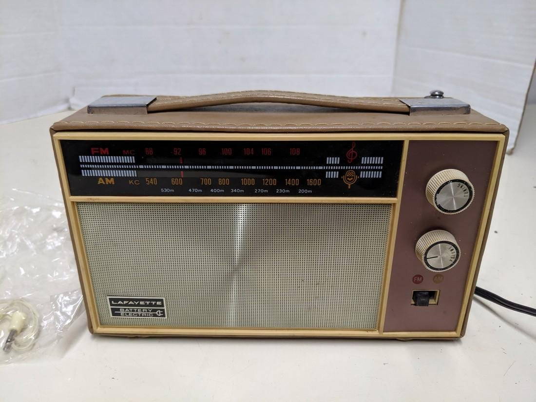 Vintage Lafayette Battery Powered/Electric FM/AM Radio