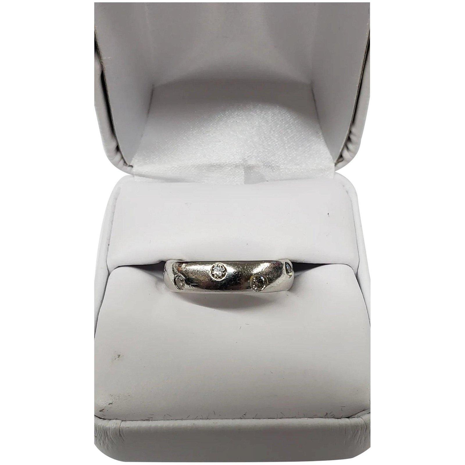 950 Platinum Band Ring With Diamonds