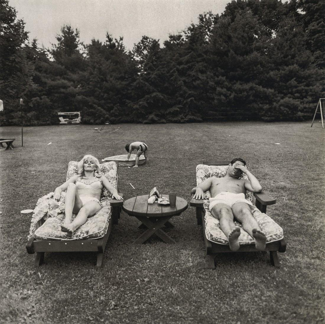 DIANE ARBUS - A Family on their Lawn, Westchester, NY