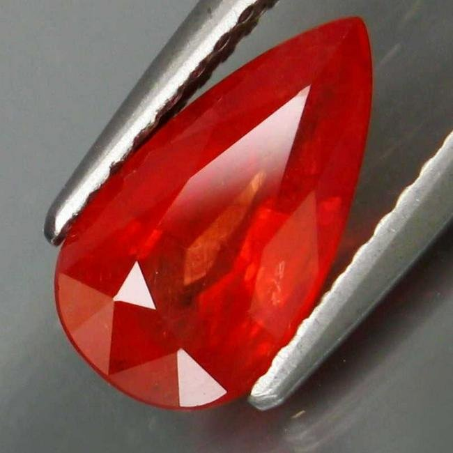2,04 ct Rare Color Natural Red Sapphire 2,04 ct