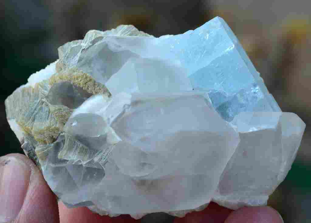 127 Grams Beautiful Aquamarine Specimen with Quartz