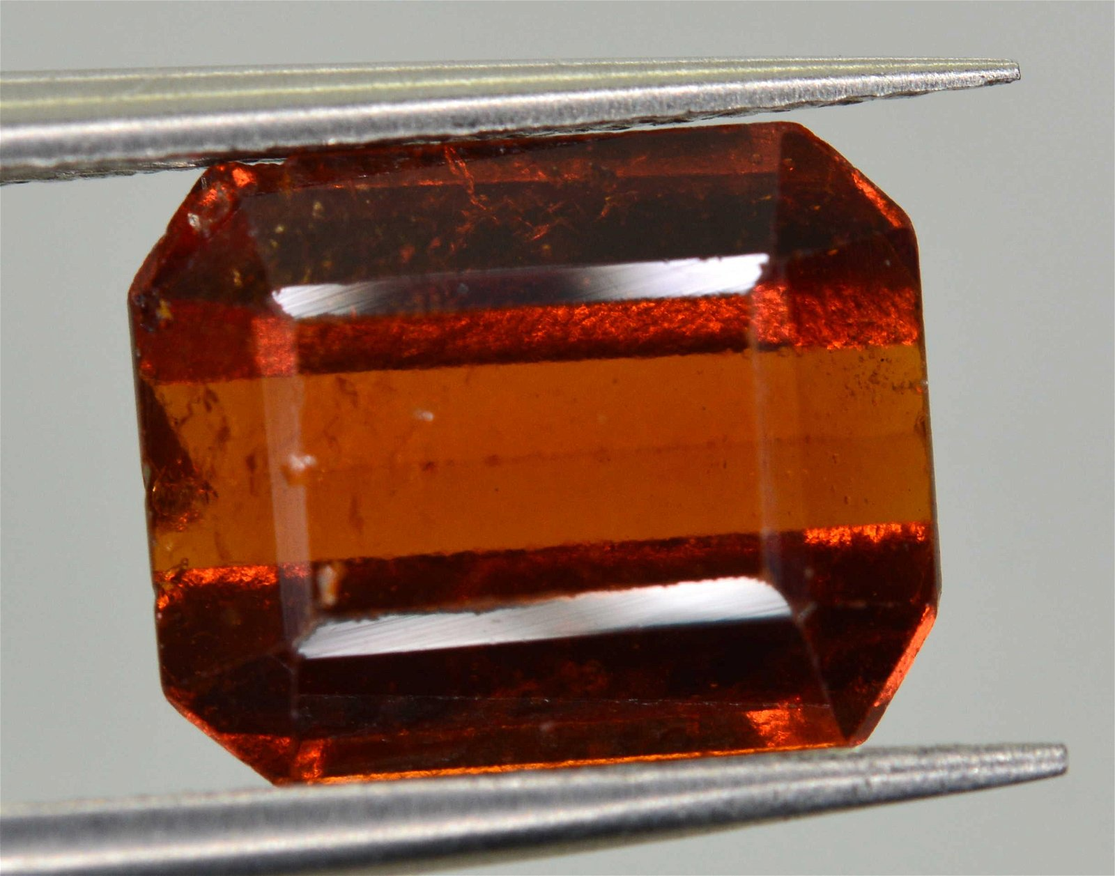 2.6 CARATS BEAUTIFUL HESSONITE GARNET 8X6X4 MM