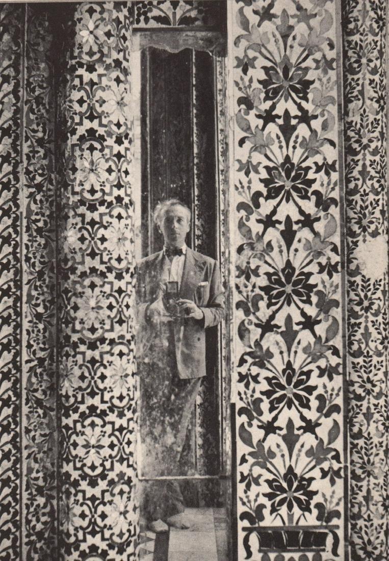 CECIL BEATON - Self Portrait in the Jain Temple,
