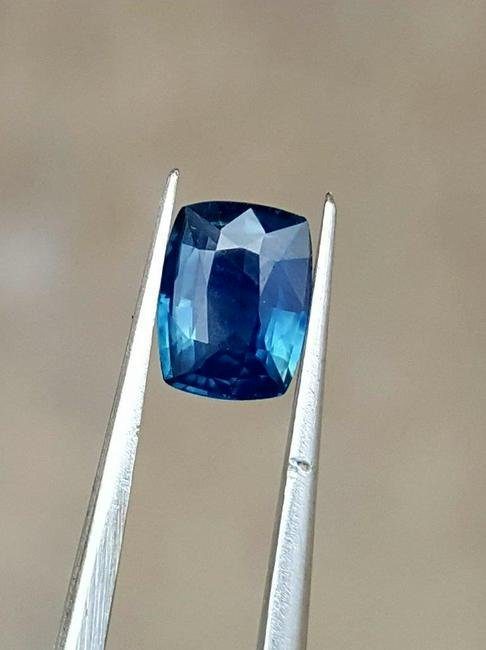 0.97 Carats Top Quality Natural Blue Sapphire