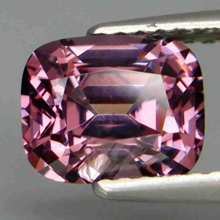2,10 ct Natural Pink Purple Spinel 2,10 ct