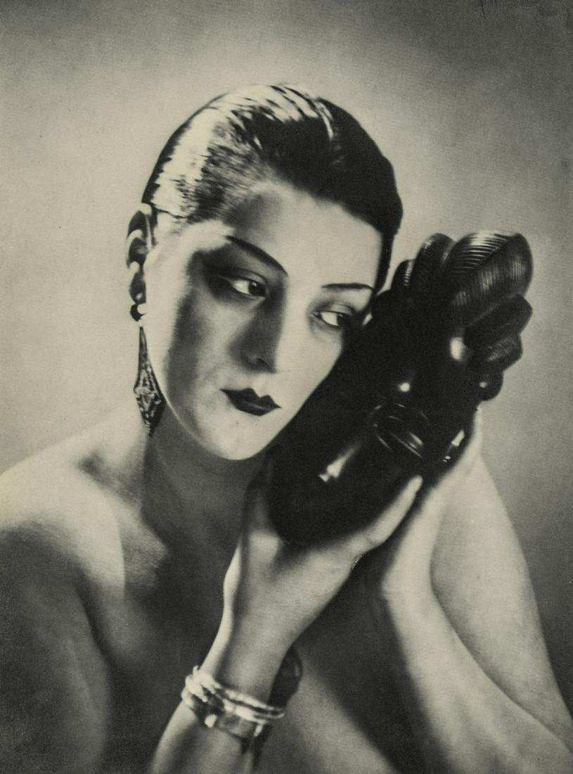 MAN RAY - Kiki with Baule Mask (Variant), 1926