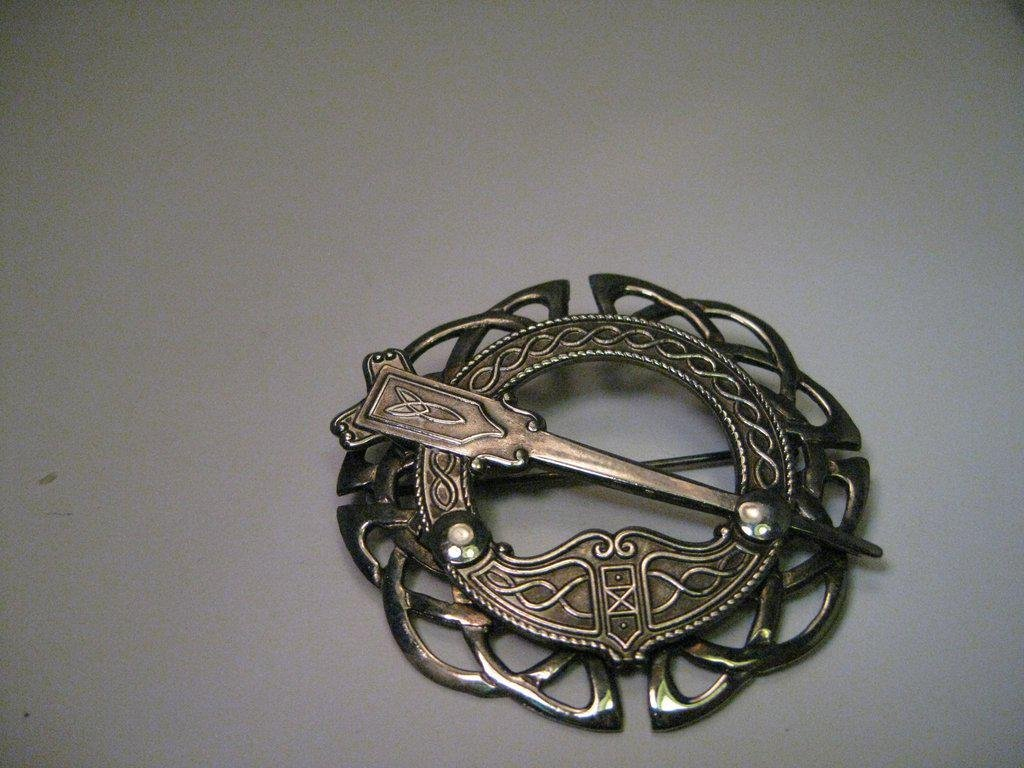 Vintage Sterling Silver Celtic Cloak Brooch Pendant