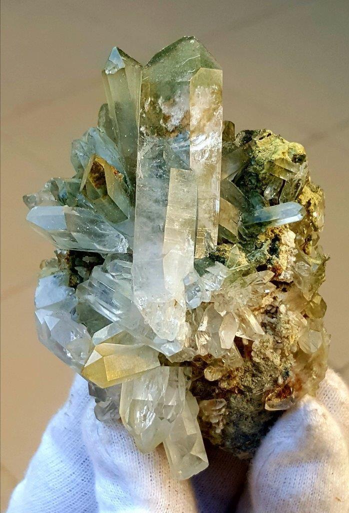 184.1 Chlorine Quartz Crystals Cluster - 89X65X50 mm