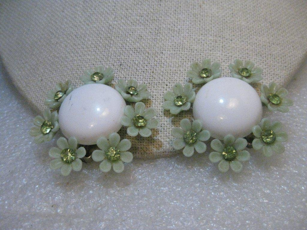 Vintage 1940's Plastic Floral Clip Earrings,