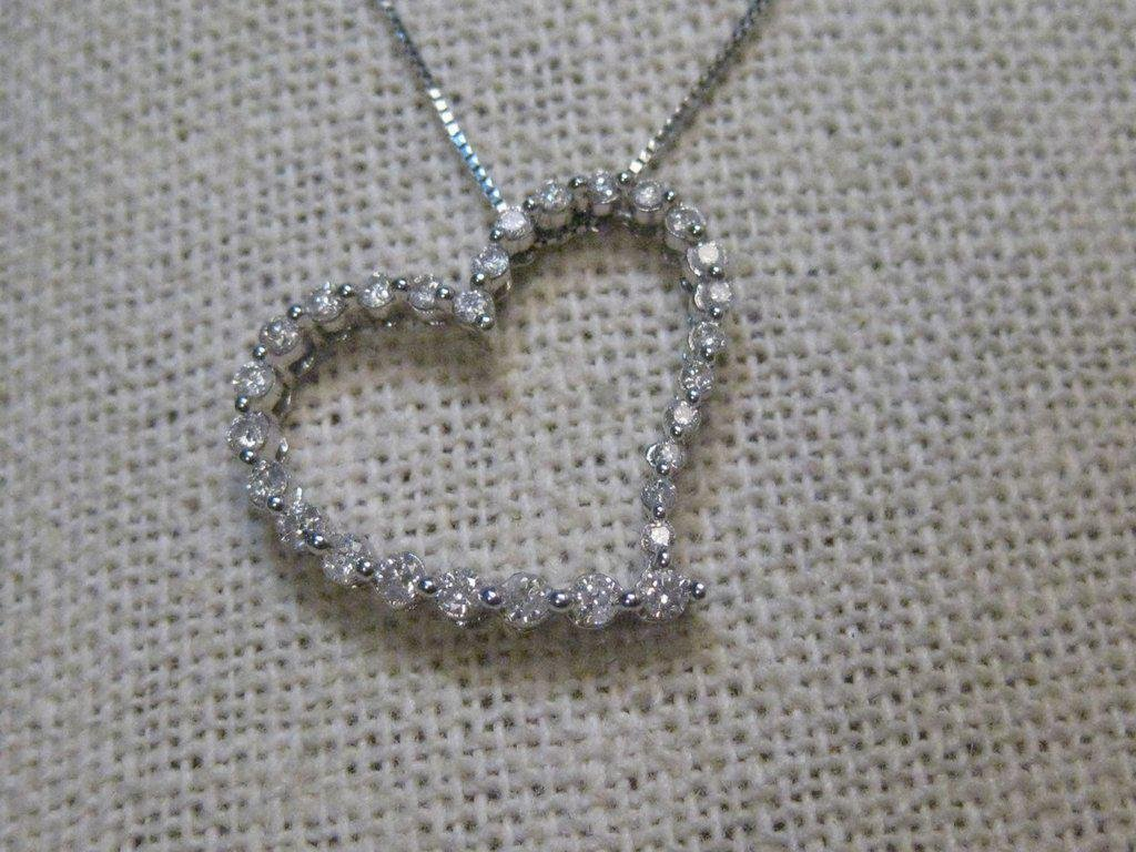 "10kt Diamond Heart Pendant, 20"" Necklace, 14kt chain,"