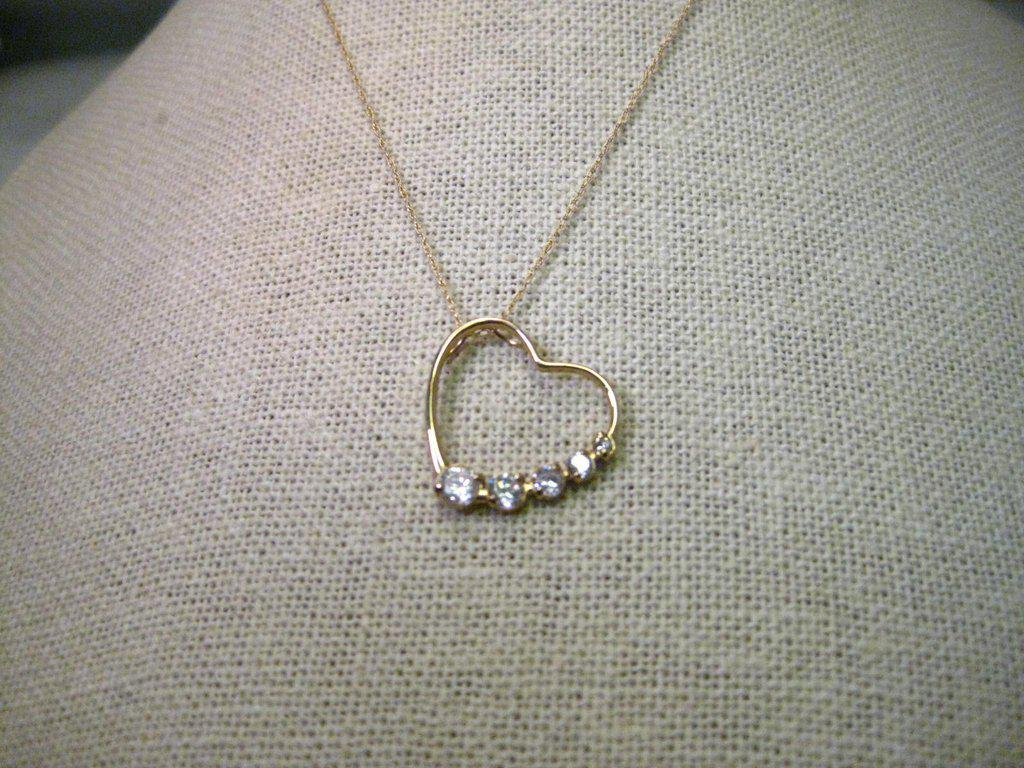 10kt Yellow Gold Open Heart Pendant with 5 Graduated