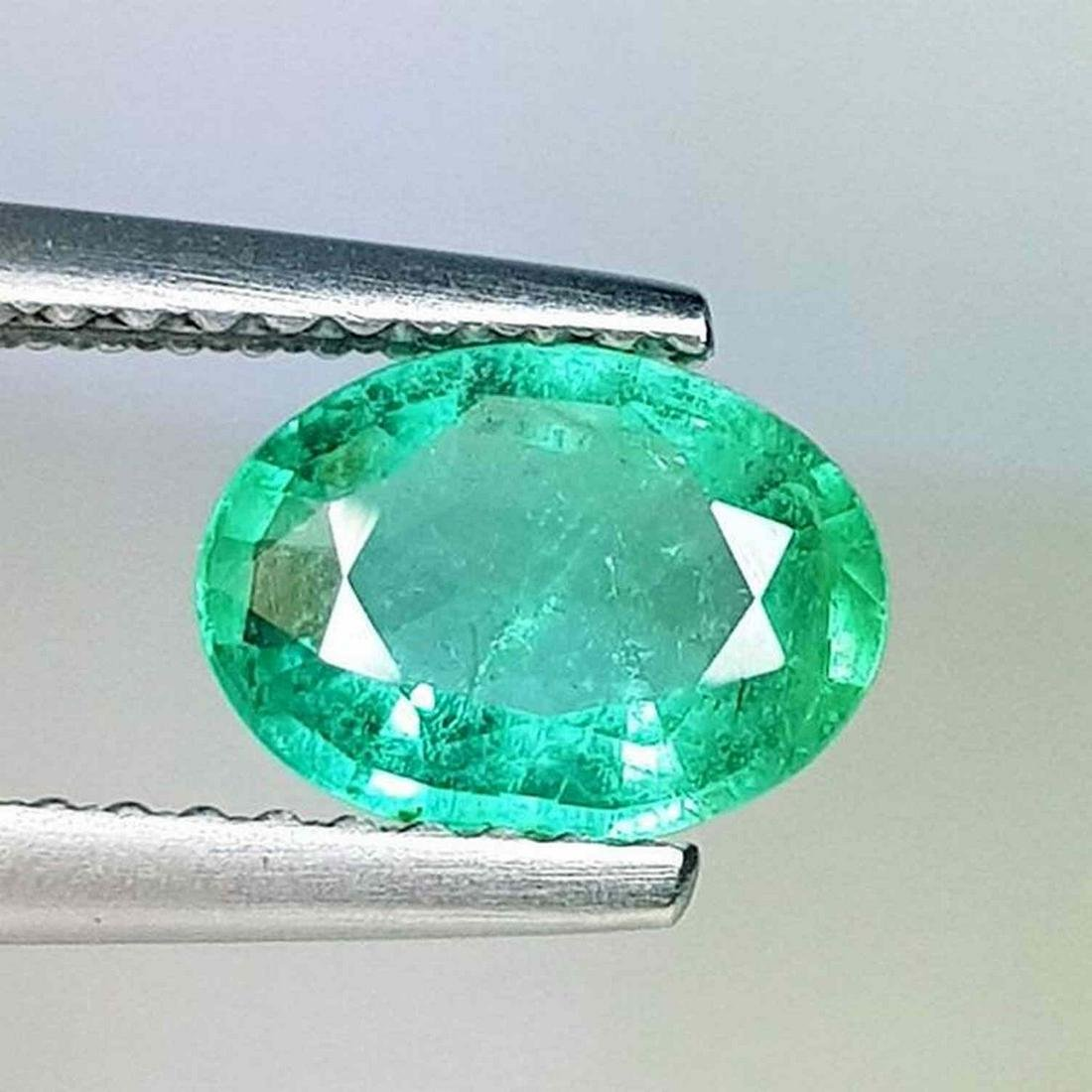 Natural Emerald Oval Cut 0.98 ct