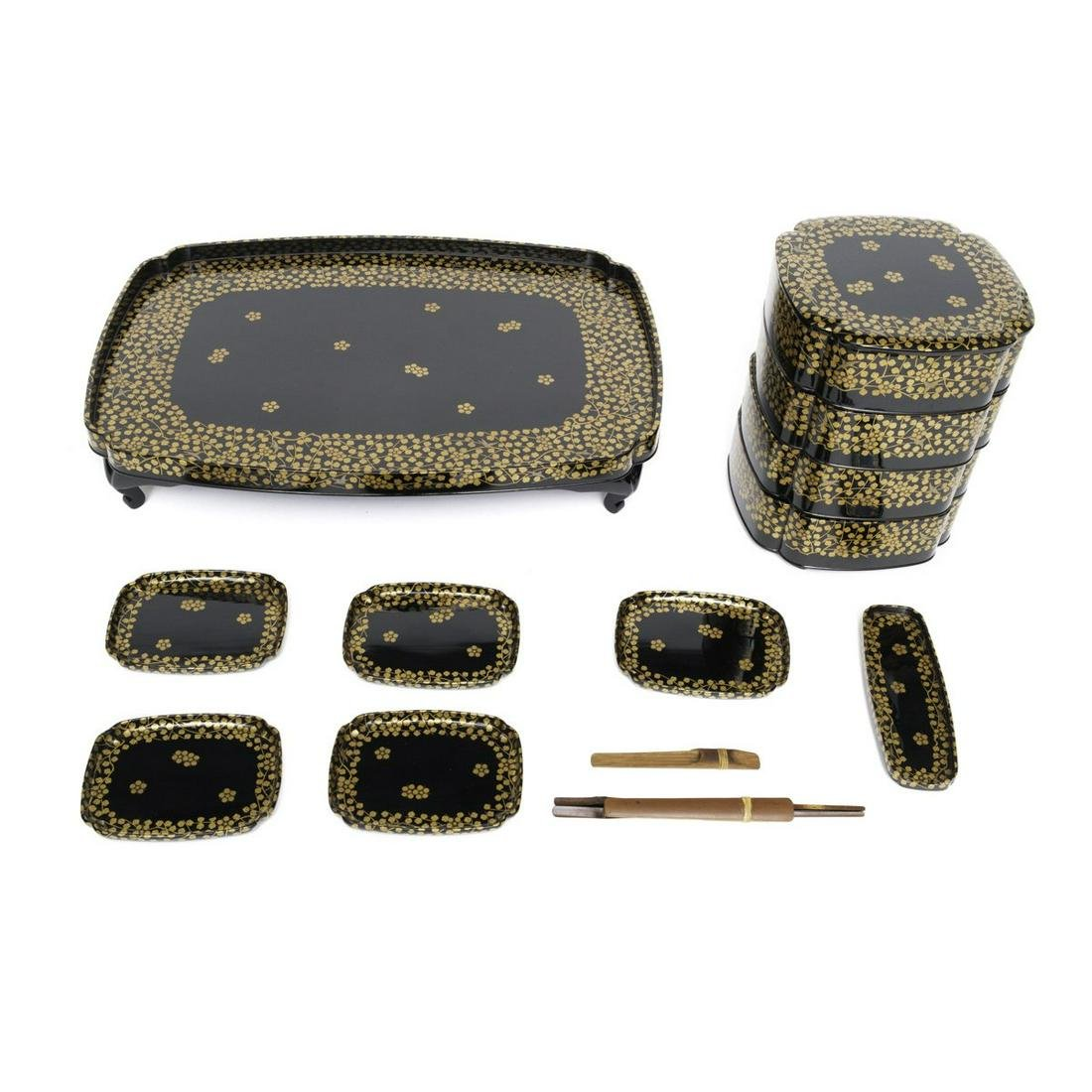 Large picknick Toso set consisting 14 lacquered pieces