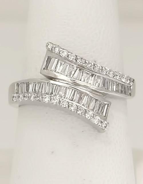LADIES 18k WHITE GOLD 1 1/2ct BAGUETTE DIAMOND WRAP