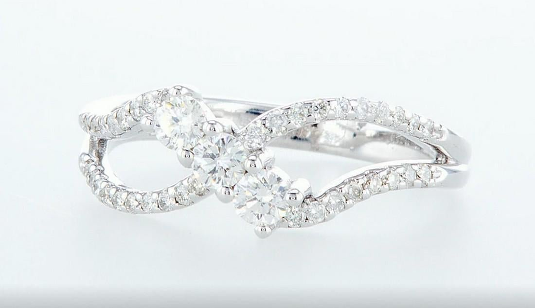 14K White gold ring 0.59CTW