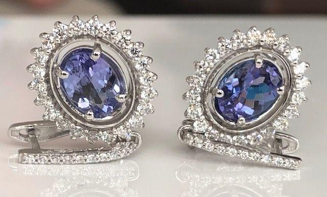 18 kt. White gold Earrings with 3.50 ct Tanzanite and