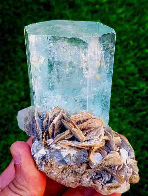 Aquamarine , Natural Aquamarine Crystal Muscovite Mica