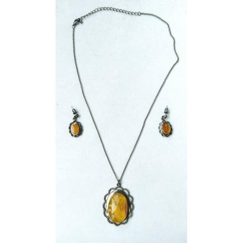 26 g. Antique Baltic amber set of necklace and earrings