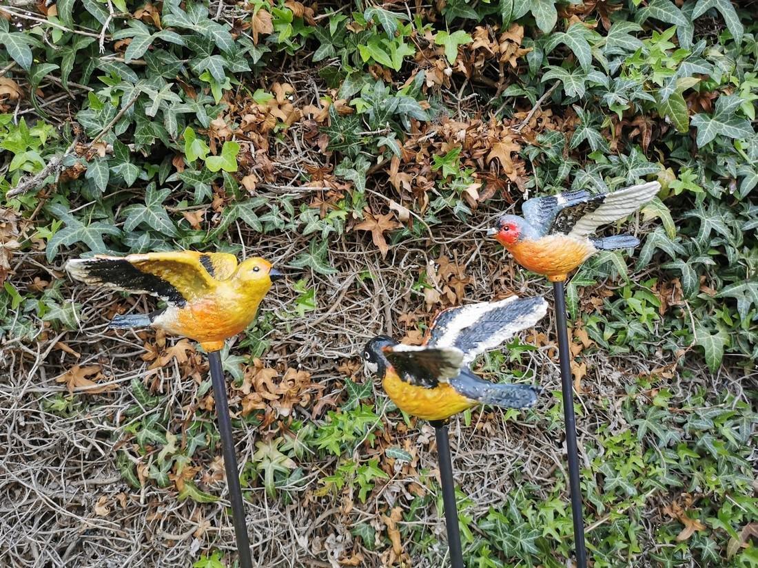 3 iron birds on a stick - Garden decoration - colorful