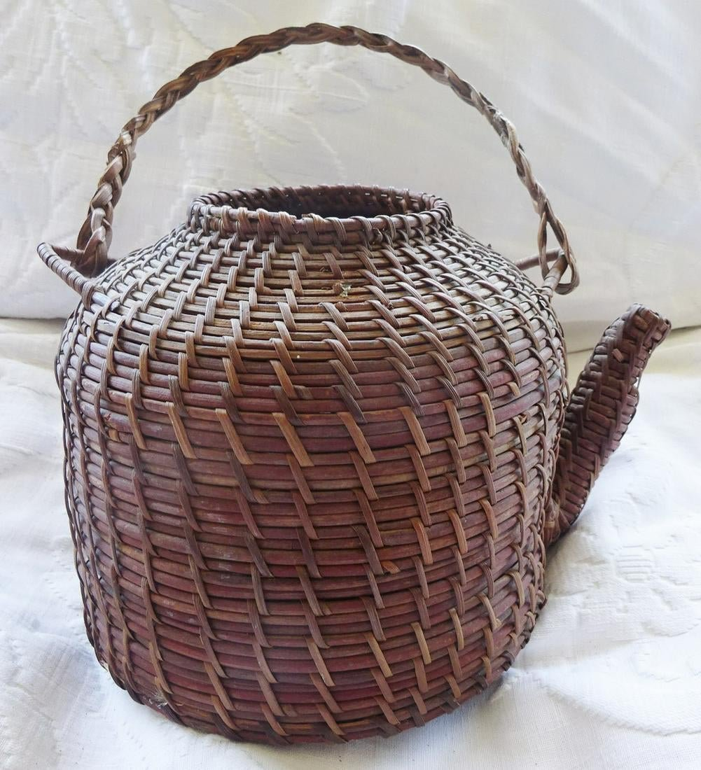"Antique Basket ""teapot"""