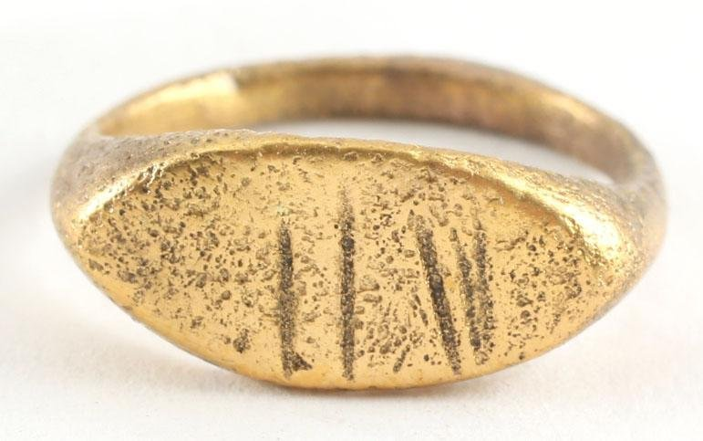 LATE ROMAN/MEDIEVAL WOMAN'S RING C.5TH-8TH CENTURY