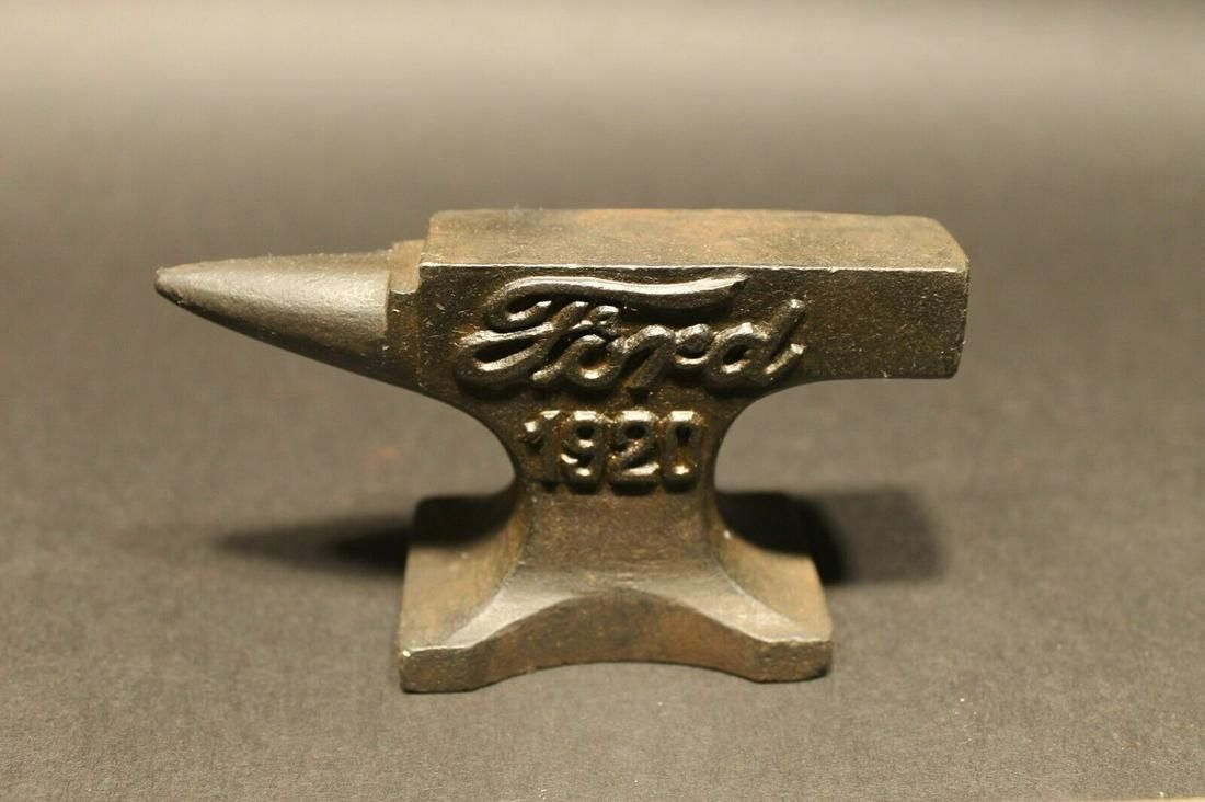 "Miniature Cast Iron ""Ford 1920"" Anvil"