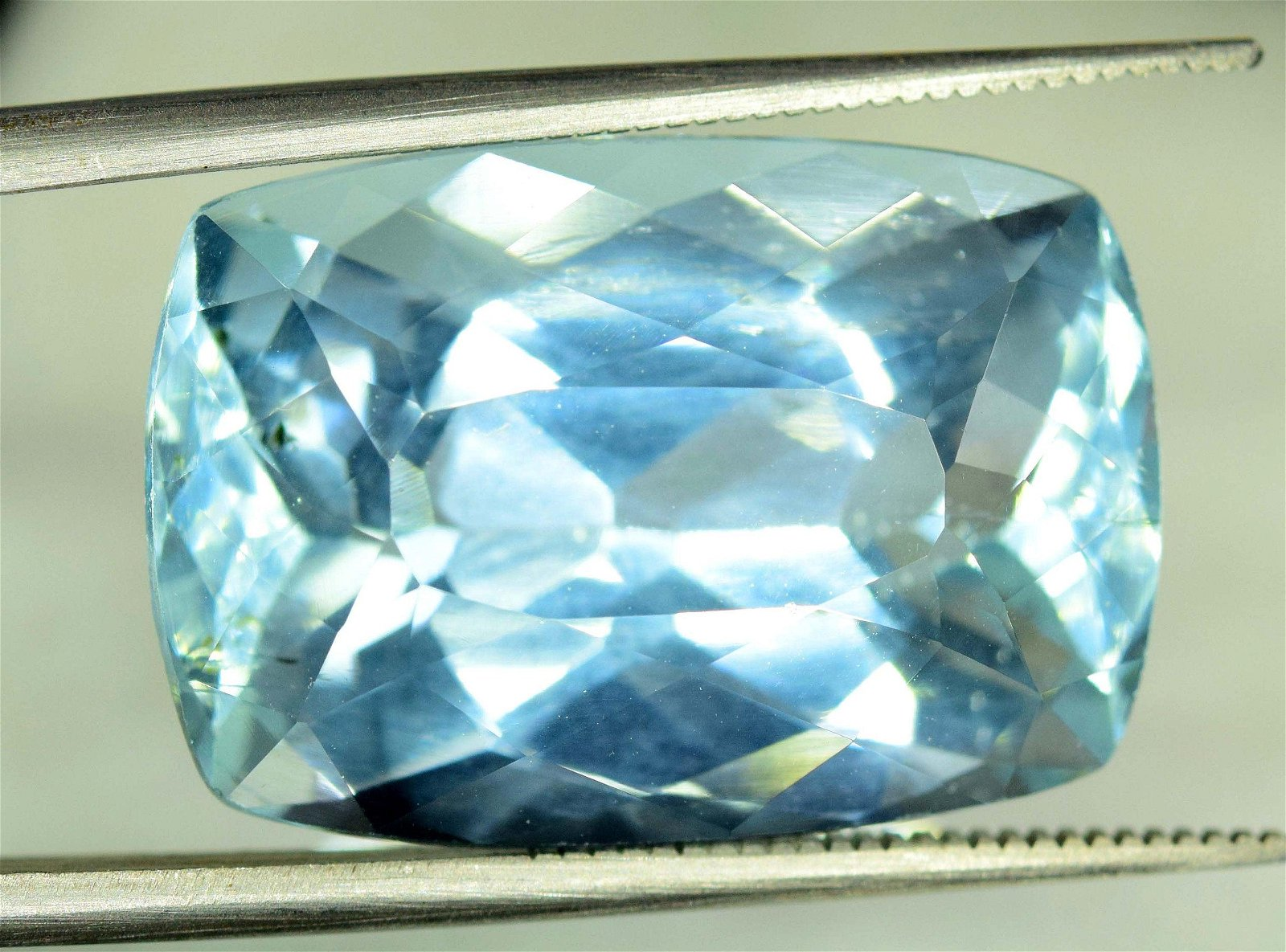 20.75 cts Untreated Radiant Cut Sky Pure Blue Color