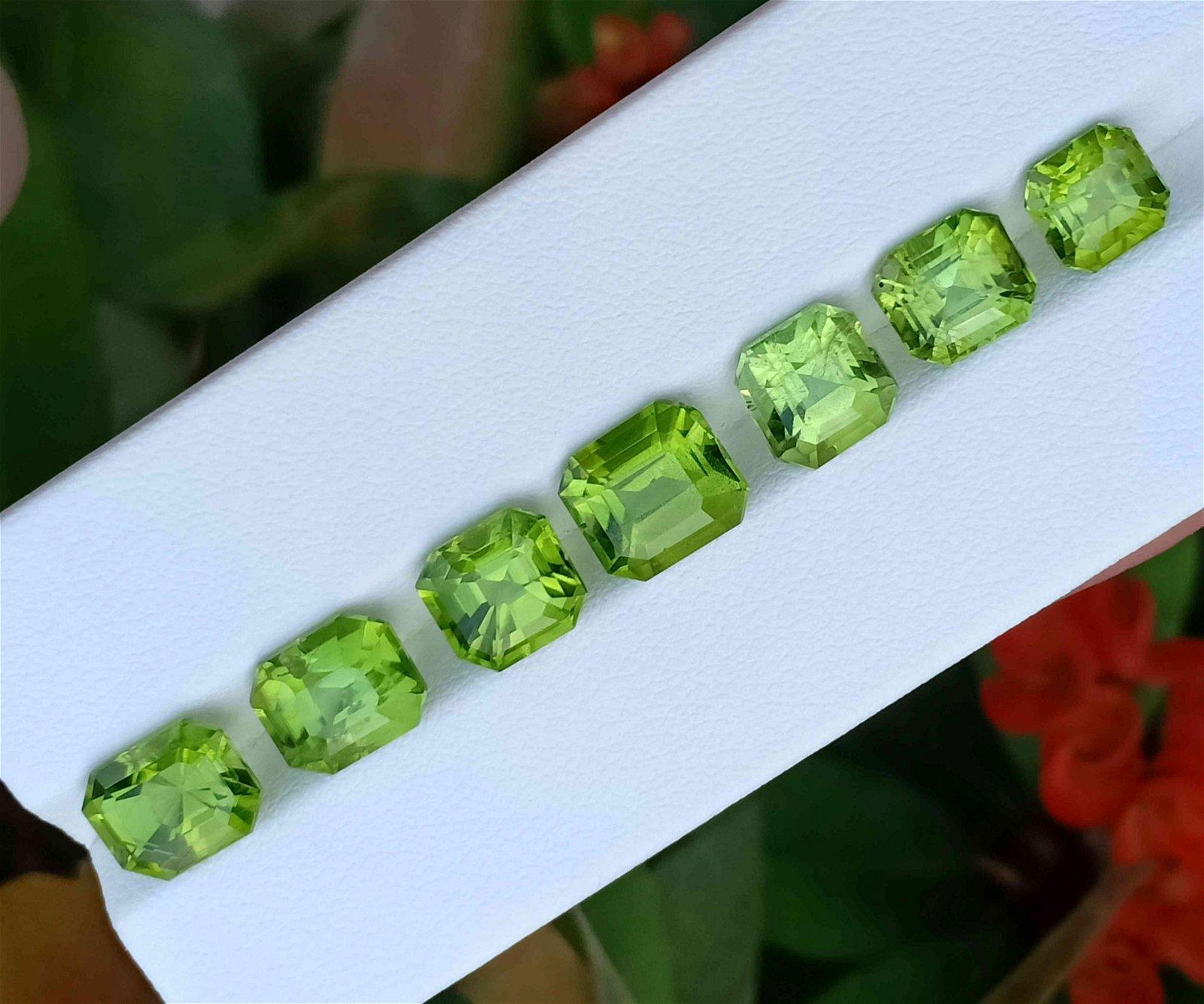21 Carats Beautiful Green Peridot Gemstone 7 Pieces