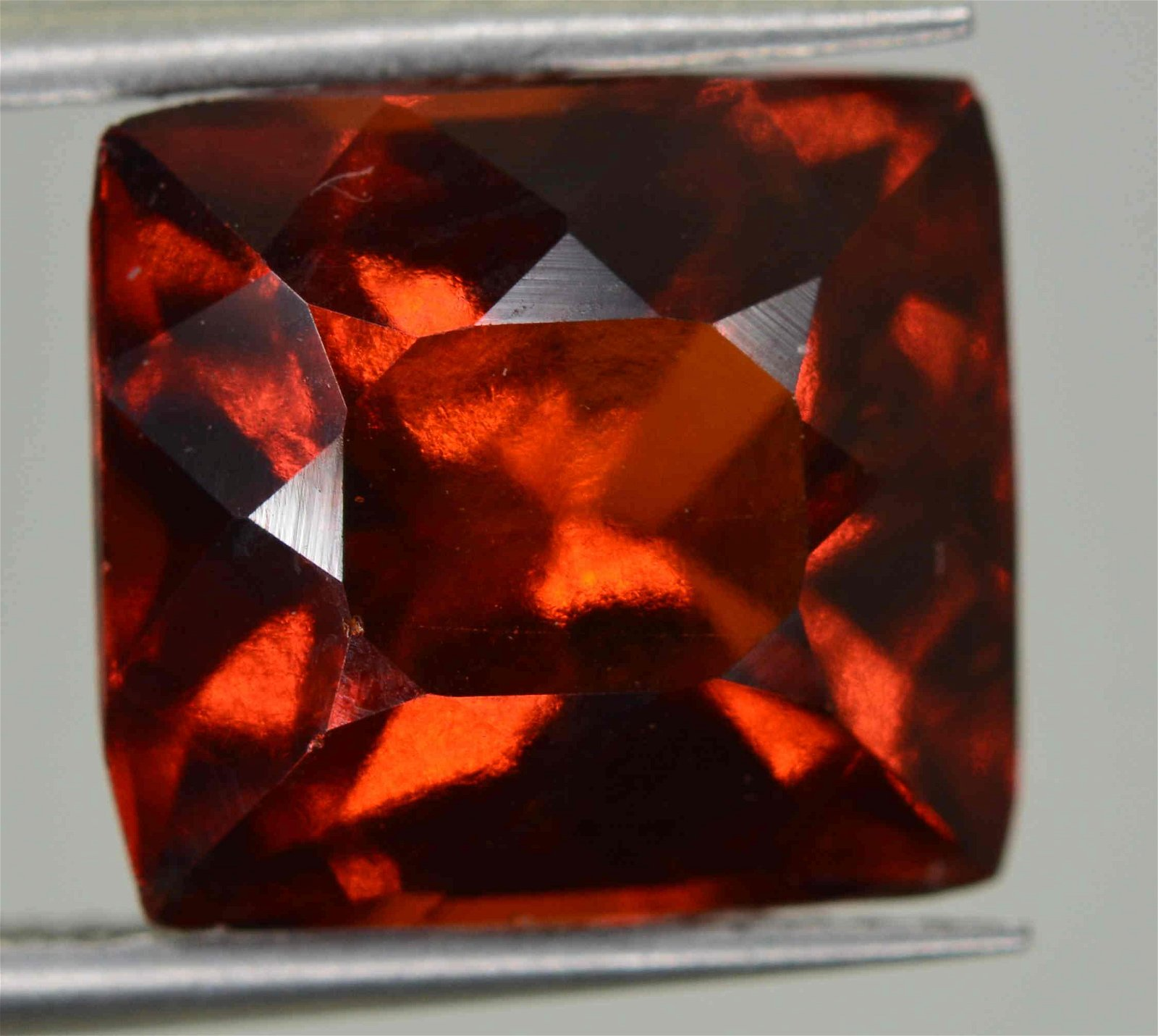 3.7 CARATS BEAUTIFUL HESSONITE GARNET 9X8X5 MM