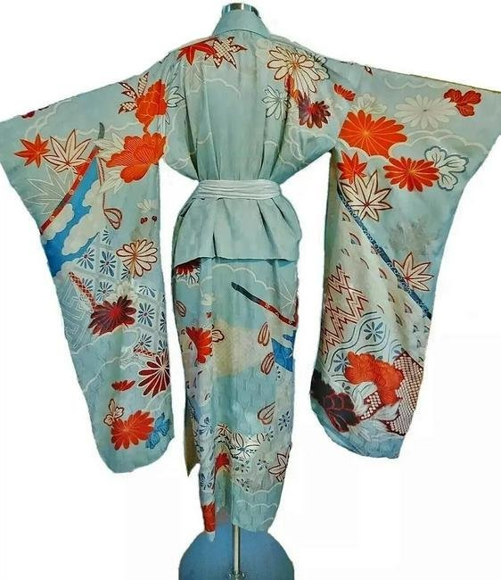Early 20th century Japanese Embroidered & painted silk