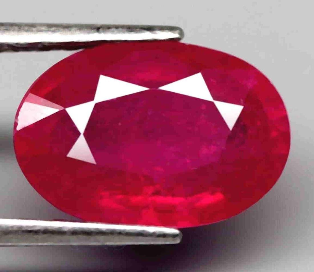 3,34 cts Natural Luminous Oval Hot Pink Red Ruby