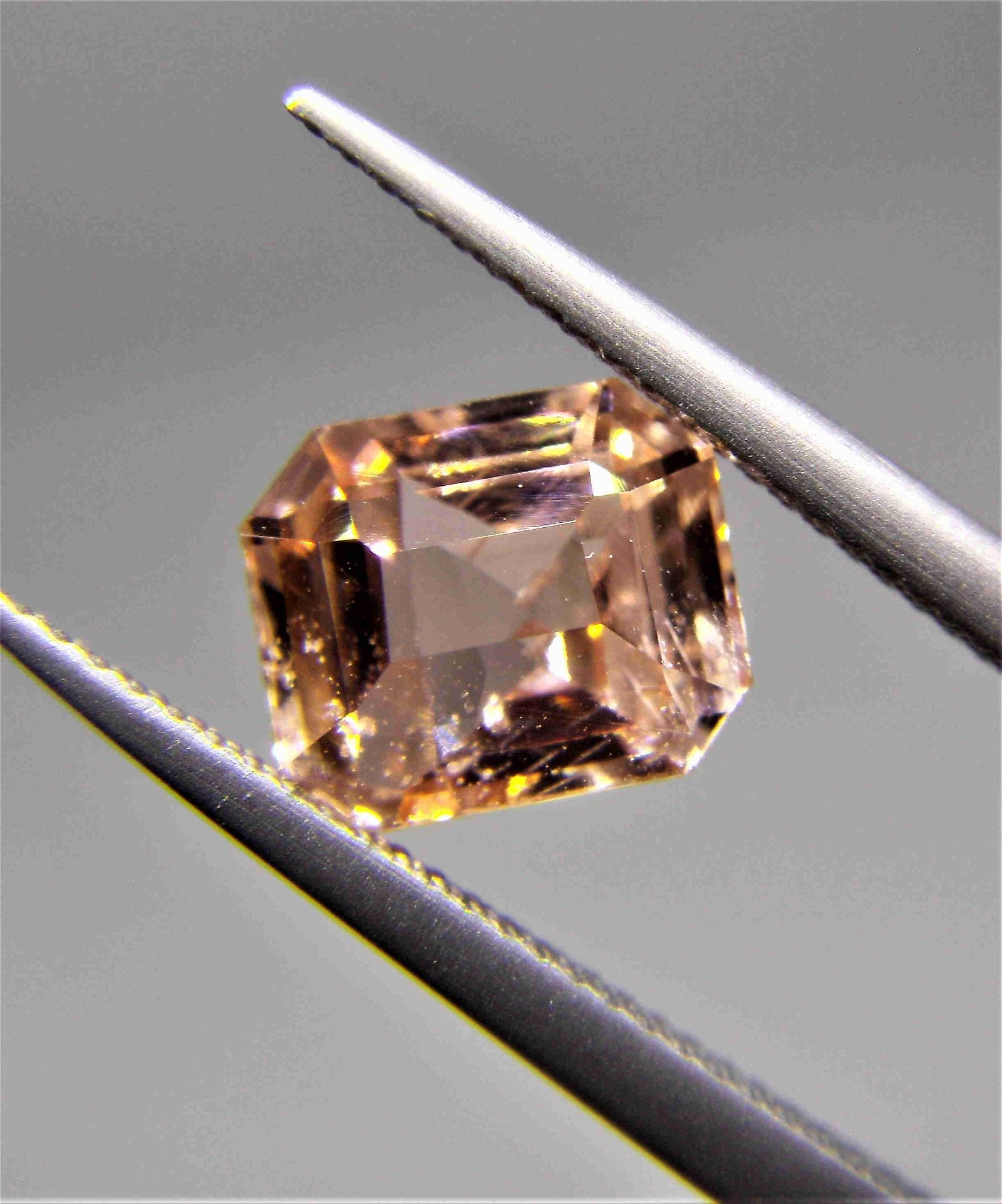 Padparadscha Sapphire Unheated Certified - 1.13 ct