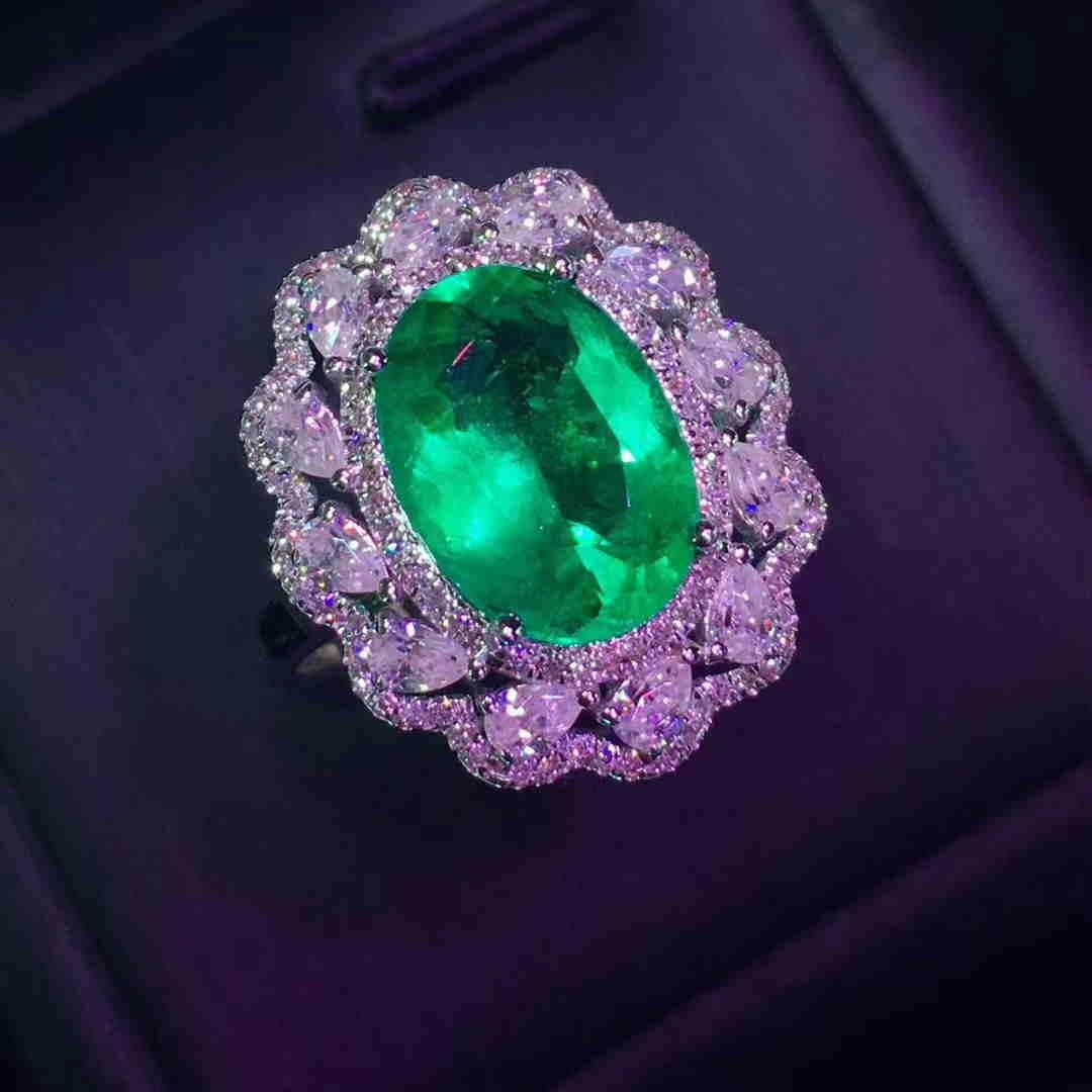 18 kt. White gold Ring-2.6ct Emerald 1.8 ct Diamond