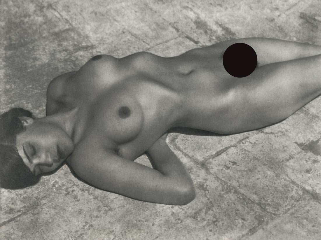 Edward Weston, Tina on the Azotea, 1923