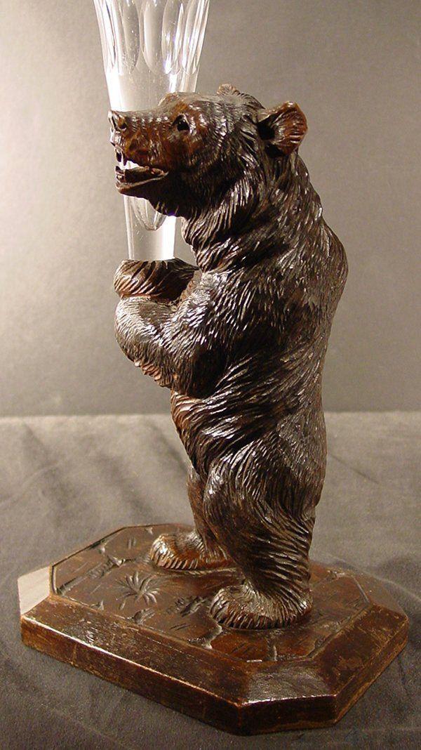 Black Forest Bear With Vase