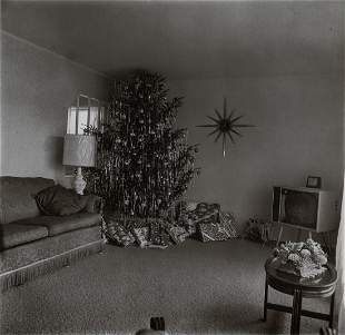 DIANE ARBUS - Christmas Tree in Living Room, Levittown