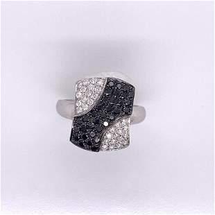 14Kt Gold 0.79 Tcw Natural Black & White Diamonds Ring.