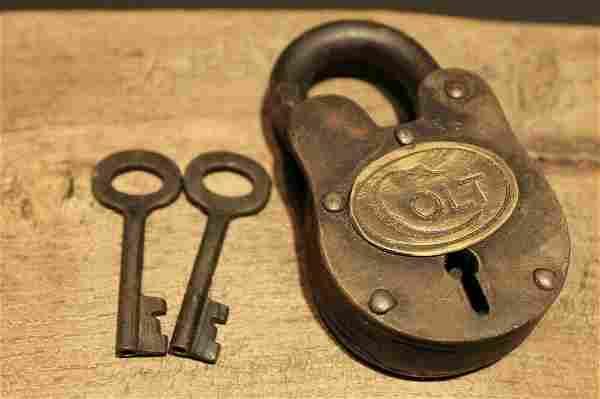 Colt Firearms Ammo Box Padlock Lock & Key