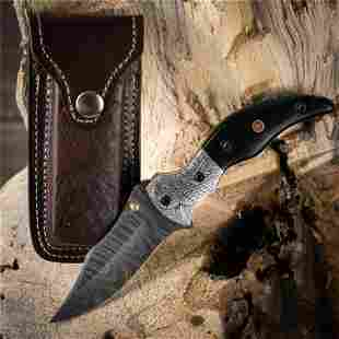 Exclusive pattern damascus steel knife horn