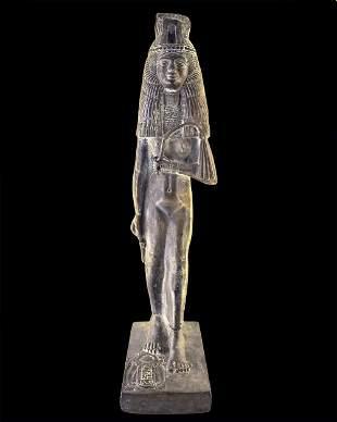 Egyptian statue of Meritamun