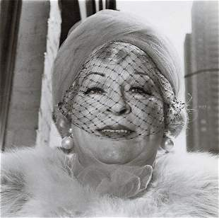 DIANE ARBUS - Woman with a Veil on Fifth Avenue, NYC