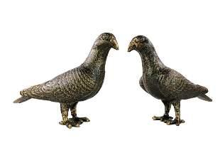 Couple of cast iron pigeons - Garden bird sculptures -