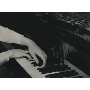 LAURE ALBIN-GUILLOT -  Playing Piano