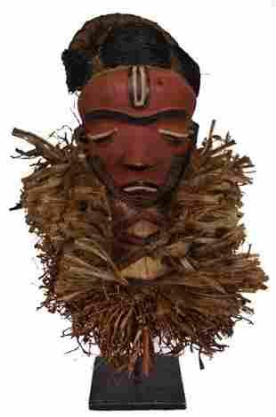 Long bearded mask – Raphia, Wood – Mbuya Kiwoyo Muyombo