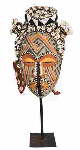 Mask – Beads, Cauris, Plant fibre, Wood – Ngaady A